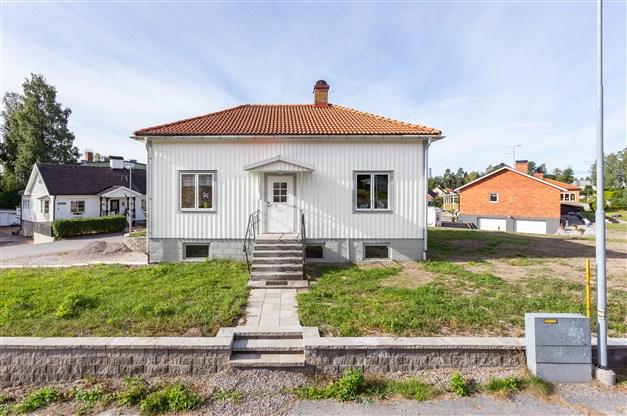Fin mindre villa med 3 rum och kök på populära Brodalen, med hörnläge och nära till skola!