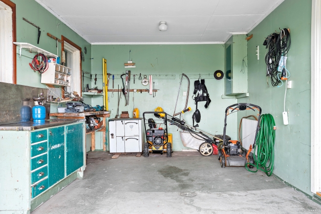 Garaget har plats för en bil