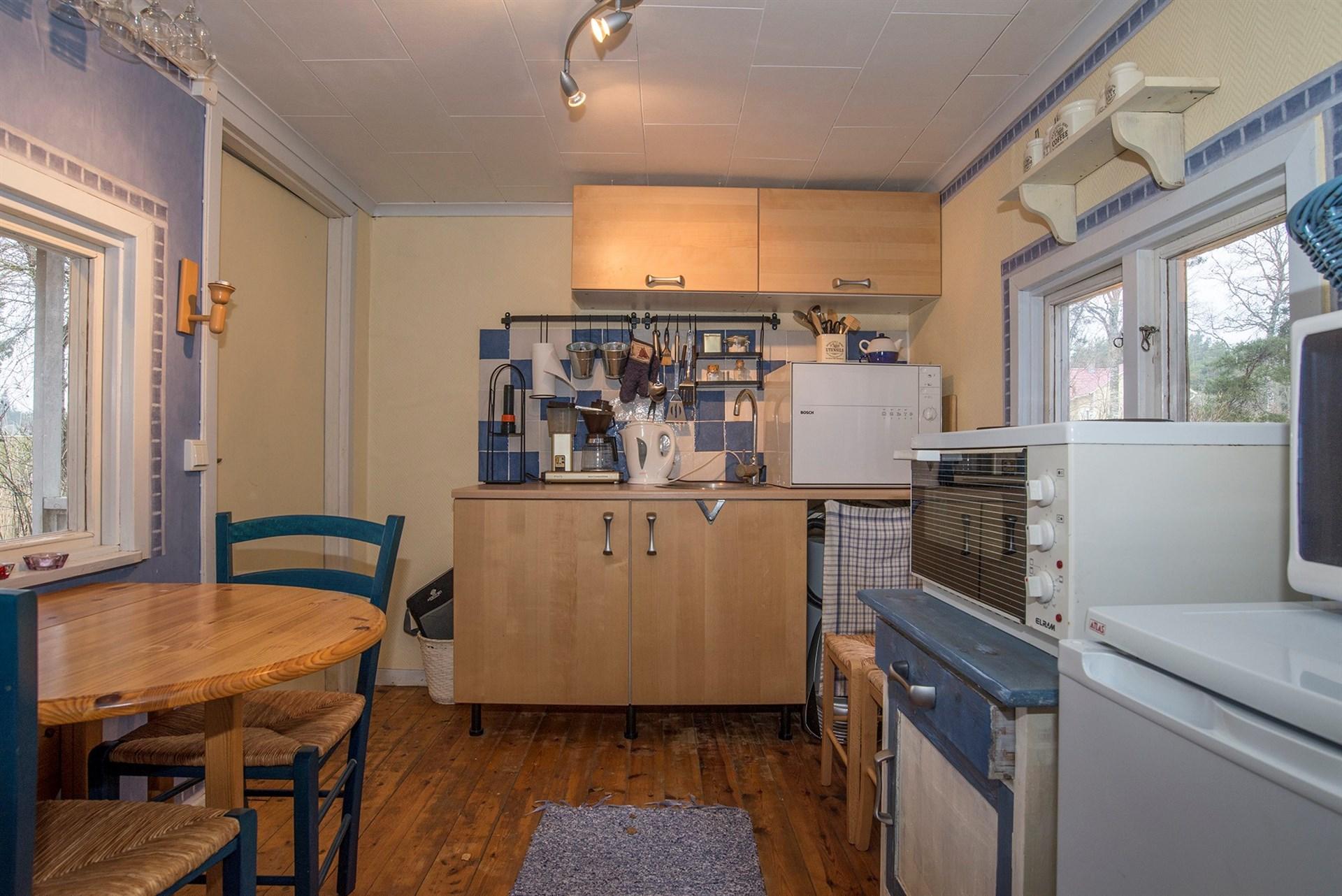 Stuga 3 - Kök med en mindre matplats