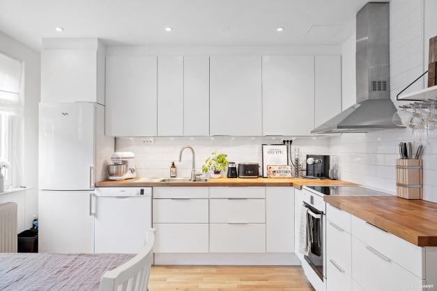 Renoverat kök från 2017 med rymd och högt i tak.