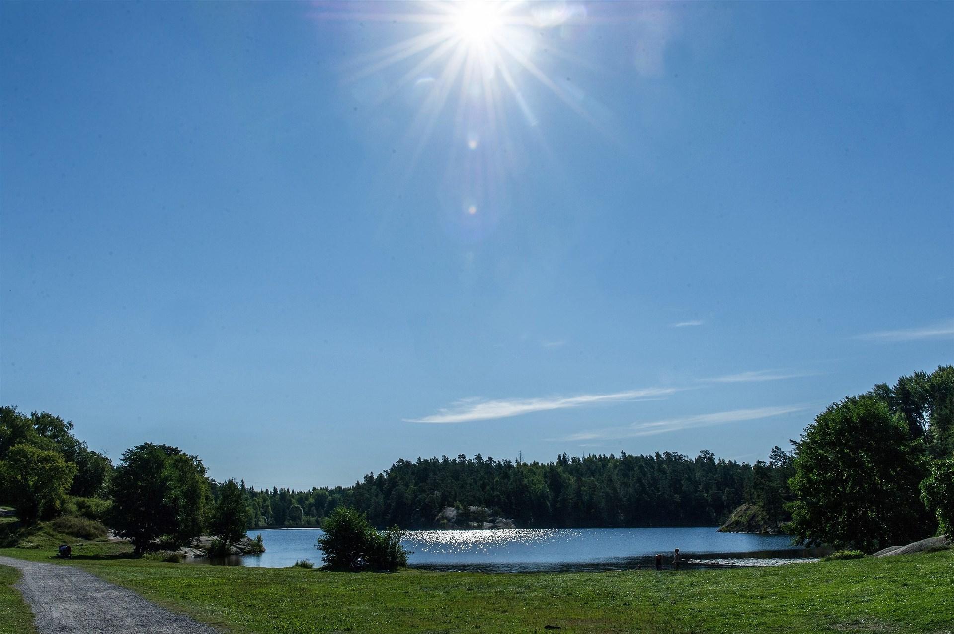 Söderbysjön ca 3,5 km bort med badmöjligheter