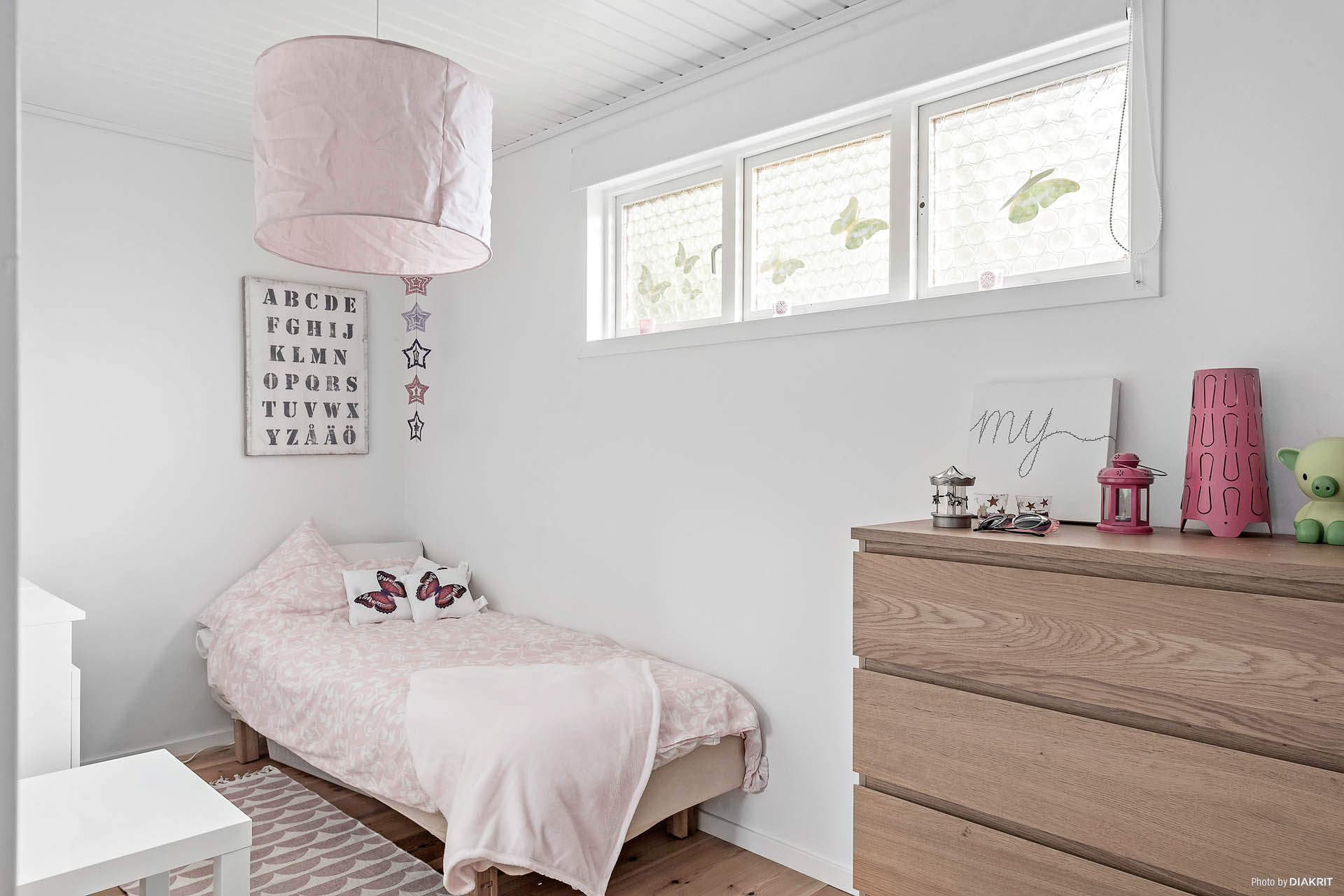 Mindre sovrum med plats för enkelsäng alternativt våningssäng.