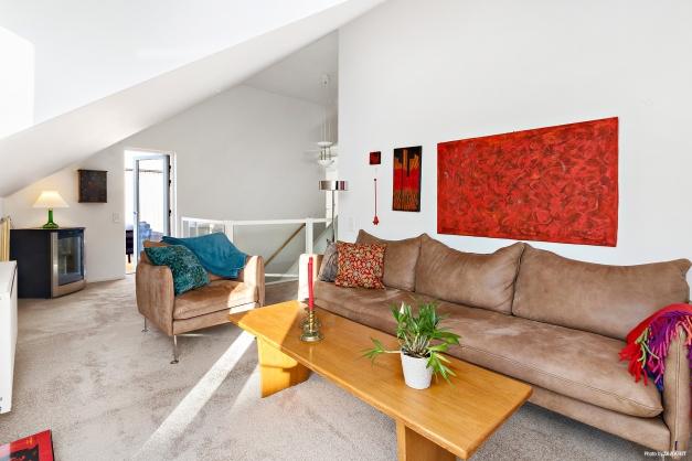 Allrum/vardagsrum kan delas upp i sovrum och mindre kontorsyta