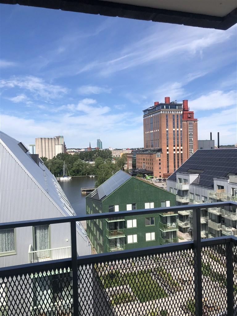 Utsikt mot Steam och hamnbassäng.