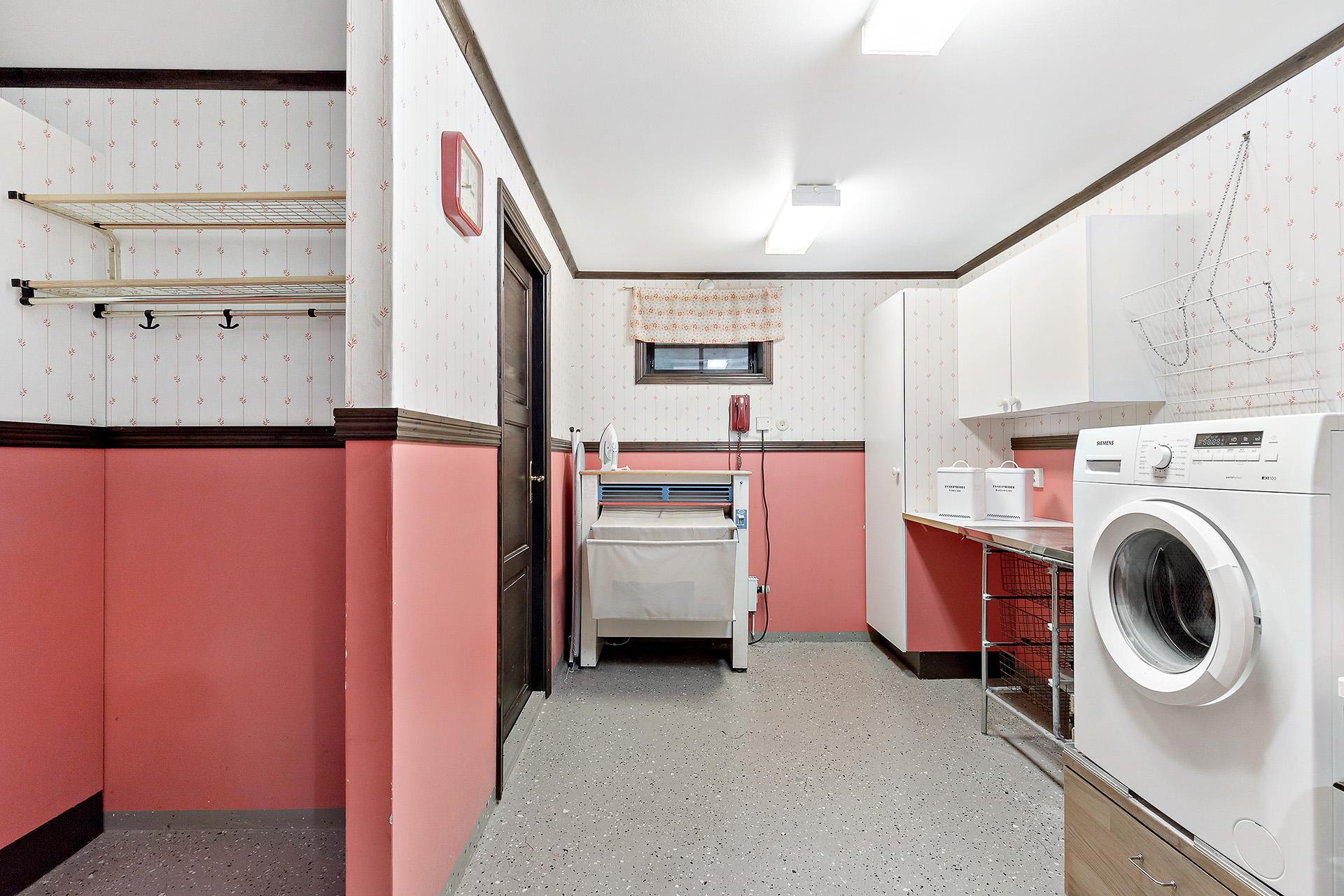 Groventré och tvättutrymme, källarplan