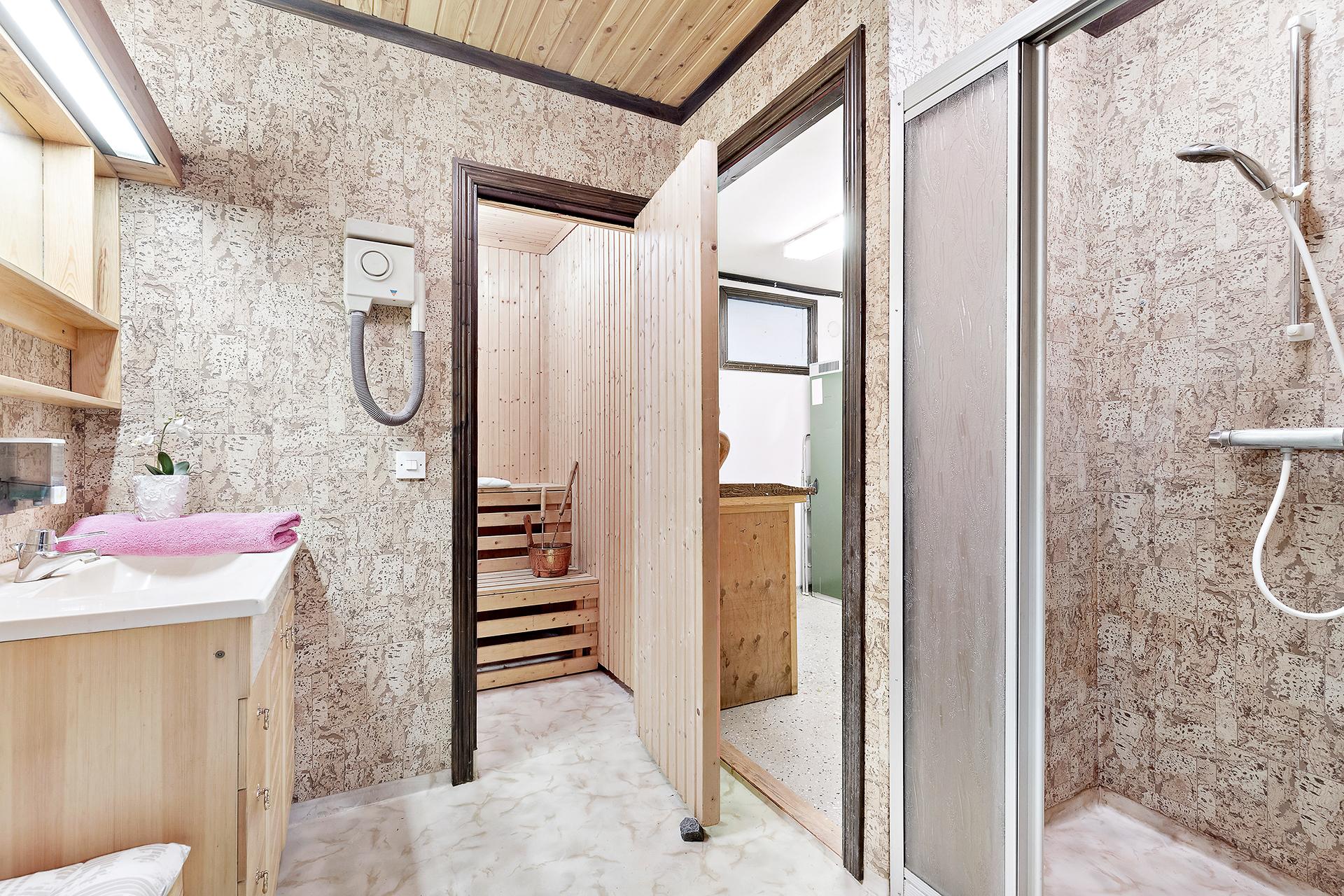Dusch och bastu, källarplan