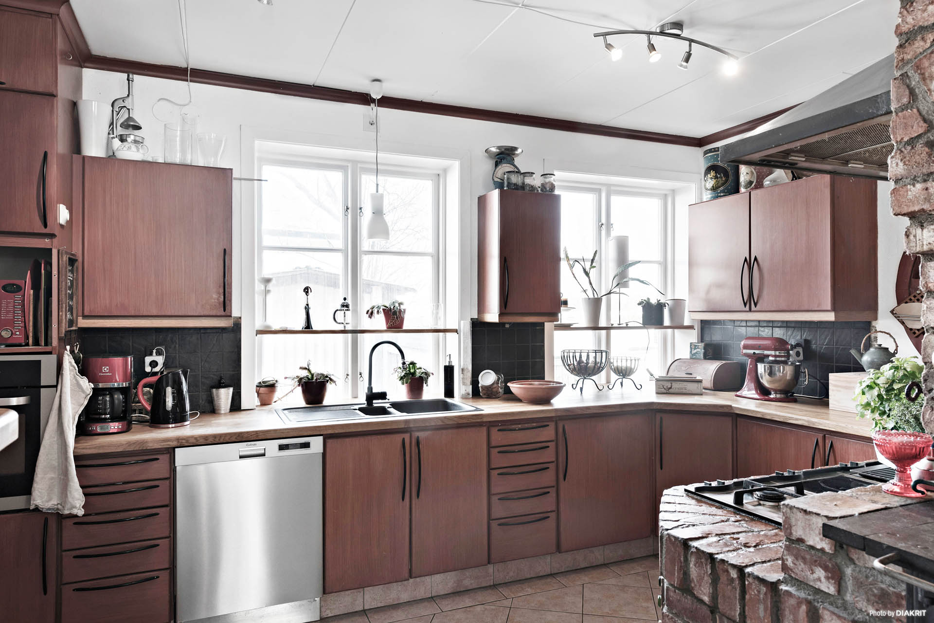 Trivsamt kök där allt finns nära till hands.