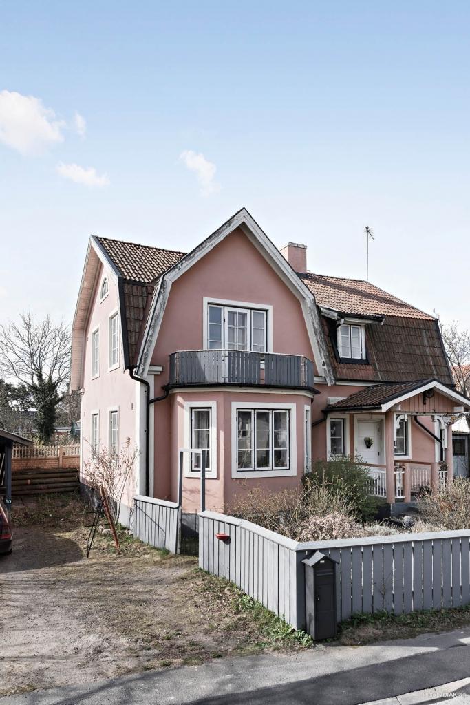 Charmigt rosa hus!