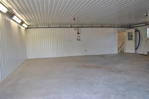 Tillbyggnaden (tidigare varuintag) - eventuellt garage