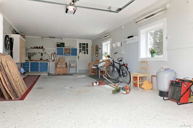 Garage i ladugårdslänga