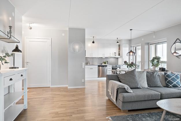 Välkommen till 77 sköna kvadratmeter på 4 våning!
