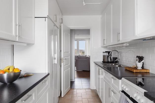 Ett nytt kök (2015) med nära till allt vilket är perfekt när man gillar att laga mat.