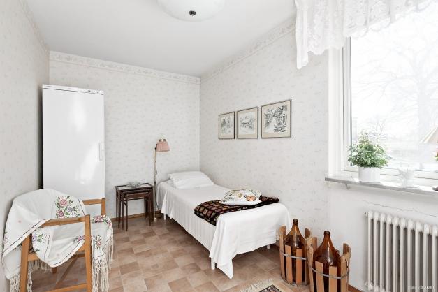 Sovrum 2 (OBS! frysen i sovrum 2 ingår ej i köpet)