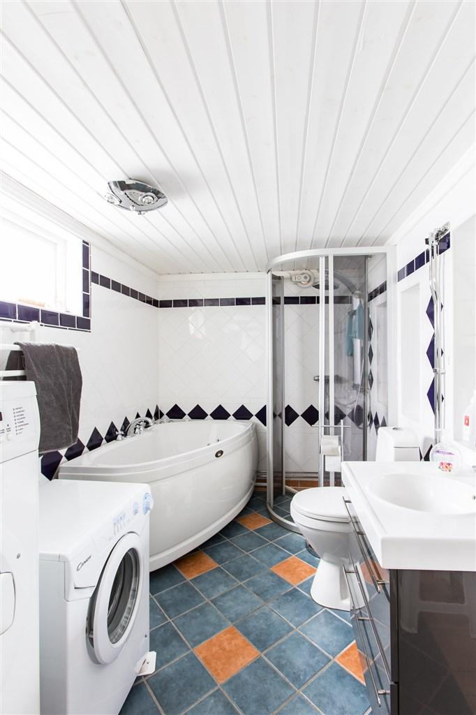 Badrum/tvättstuga i källarplanet