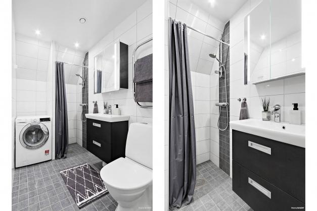 Väl tilltaget helkaklat badrum