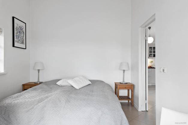 Sovrum med garderob och full havsutsikt