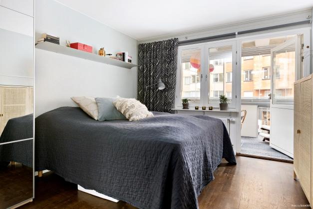 Master bedroom/Sovrum 1