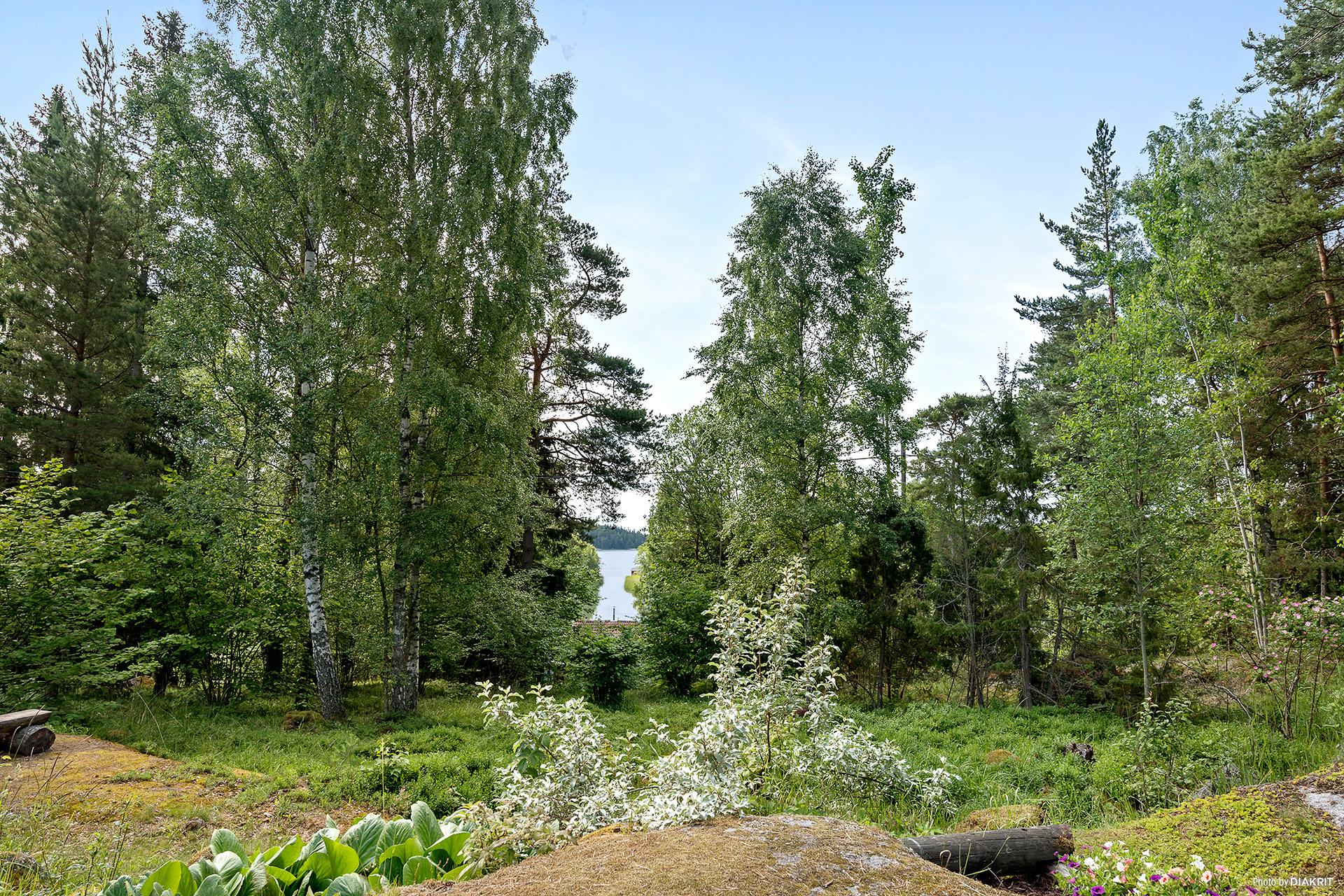 Vacker sjöglimt utöver Löparö - handfatet