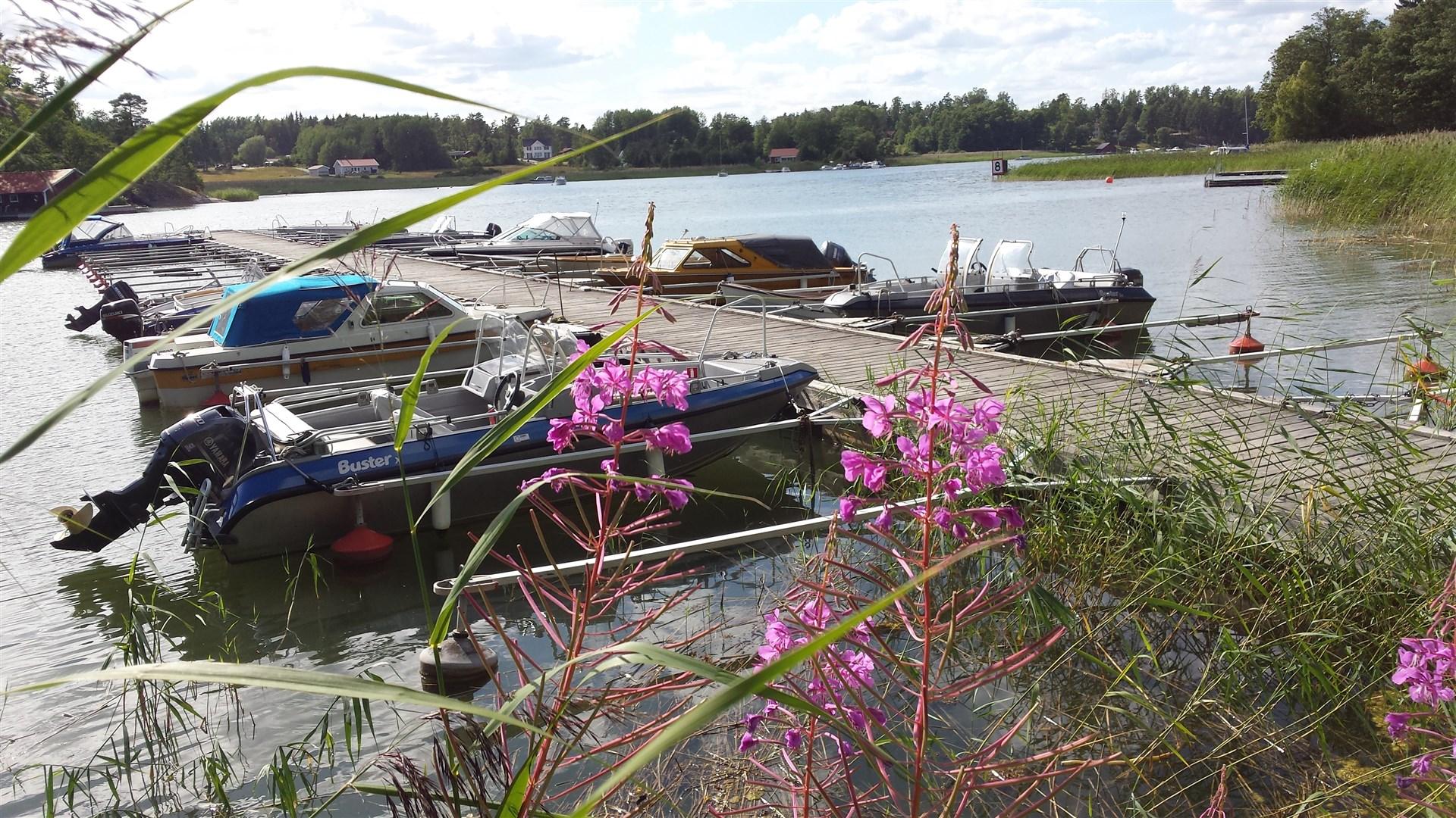 Båtplats på fastlandet i Vettershaga