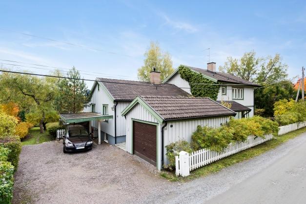 Villa, garage och carport