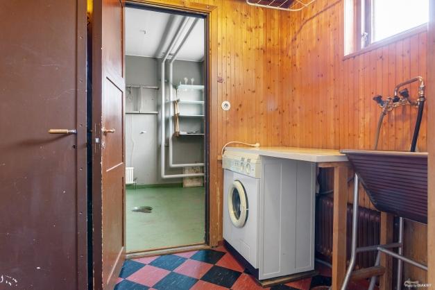 Tvättstuga mellan bostaden och garaget