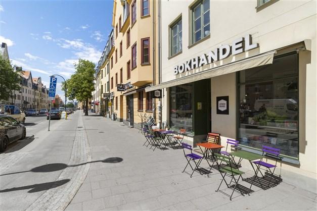 Hägerstensvägen med sina mysiga butiker och caféer.
