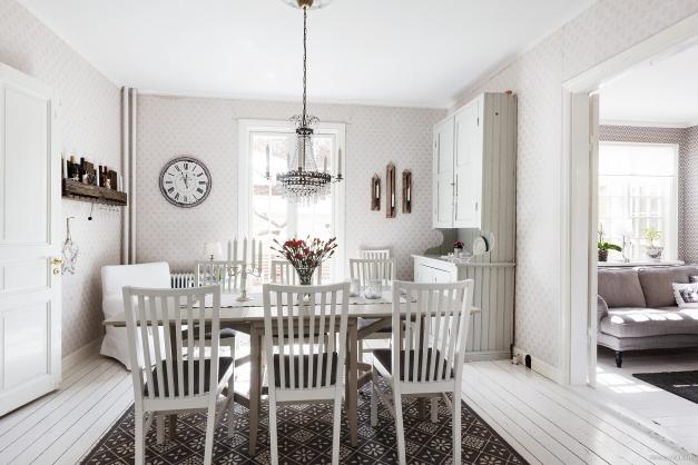 Matrum med pardörr i fransk stil