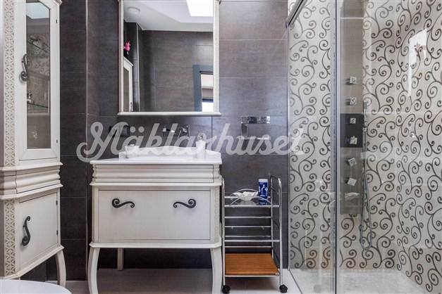 Villa 2 - badrum en-suite intill sovrum 2