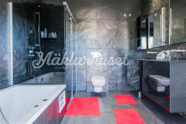 Villa 1 - Badrum en-suite intill sovrum 1