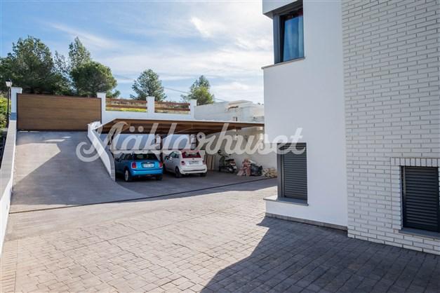 Parkering i carport för 3 bilar