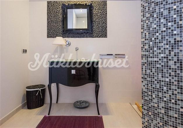 Villa 3 - Badrum en-suite i anslutning till sovrum 1