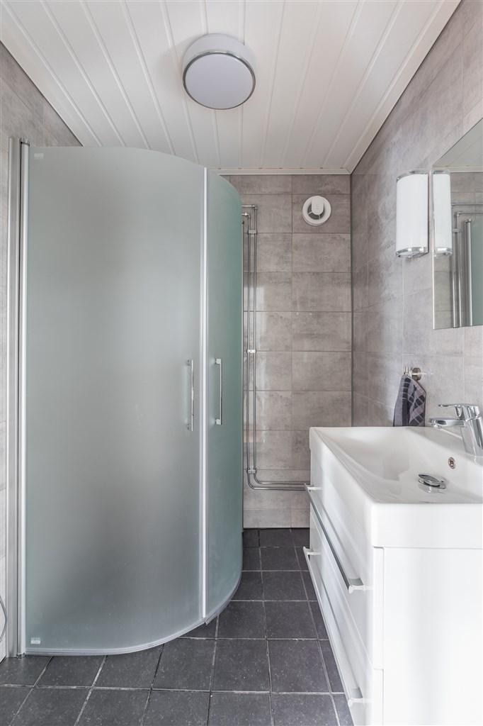 Duschrummet på entréplan renoverades 2019