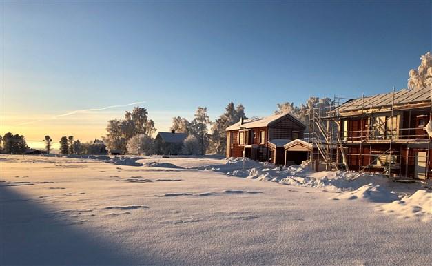 Andra huskroppen på plats i området. Byggställningarna tas inom kort bort från Rödöns Prästbord 203