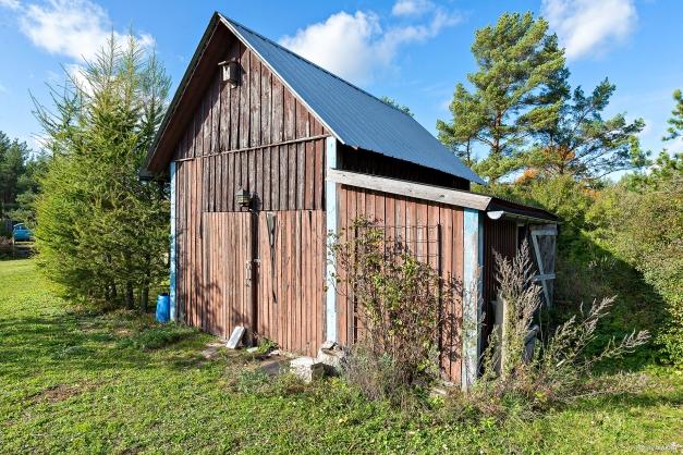 Garage med vidbyggt vedförråd
