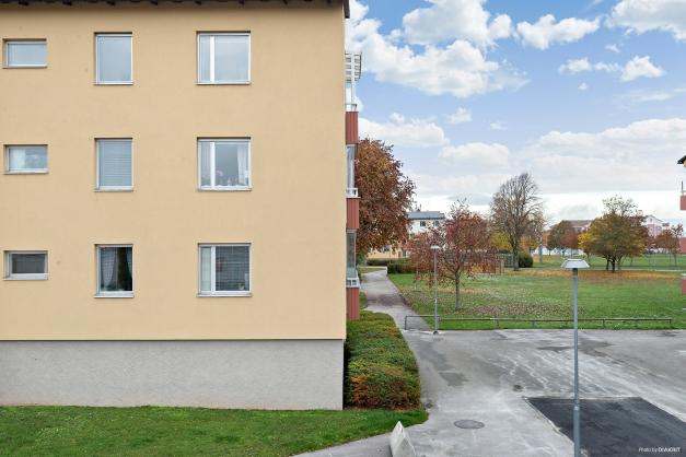 Fasad åt Stenkumlaväg