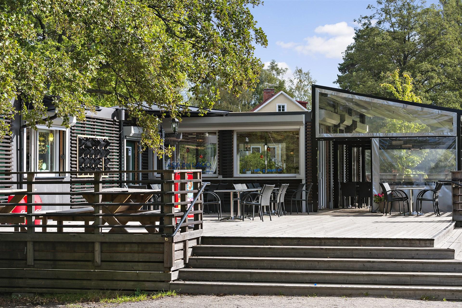 Restaurang Casa di Lago ligger vid Långsjöbadet och har en bra meny och öppet året om