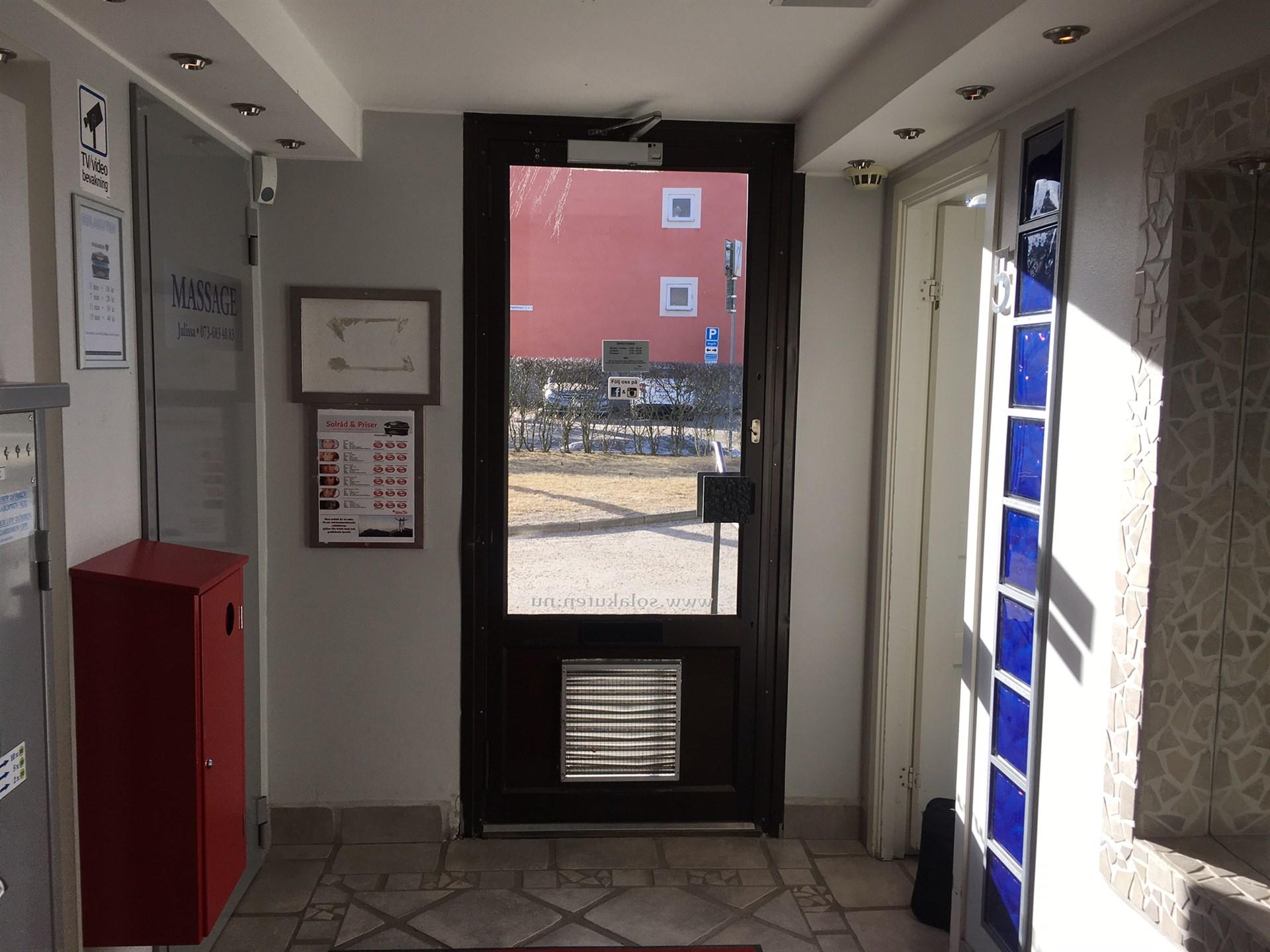 Entré mot dörren ( 1 )