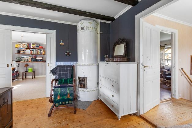 Kakelugn (eldningsförbud) i sovrum 3/ master bedroom