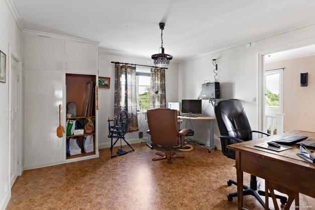 Sovrum 1 / kontor på övre plan