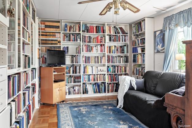 Vinkel i vardagsrum med möjlighet att göra sovrum