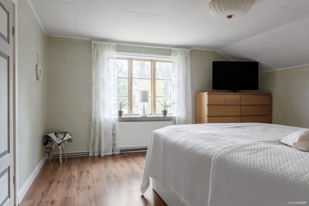Sovrum med vindsskrubb
