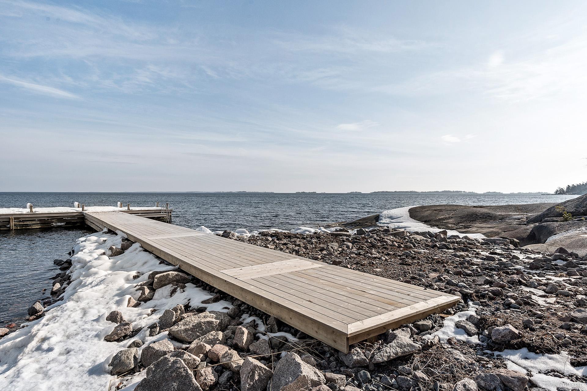 Gemensam brygga med båtplats