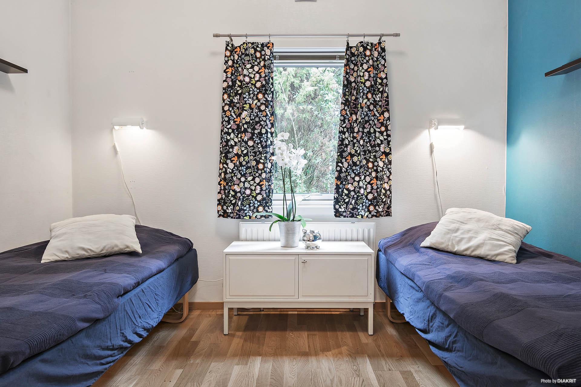 Det andra av totalt tre sovrum.