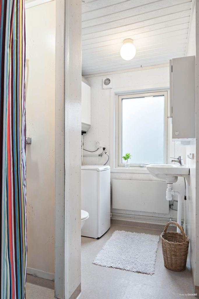Kombinerat bad/tvättrum.