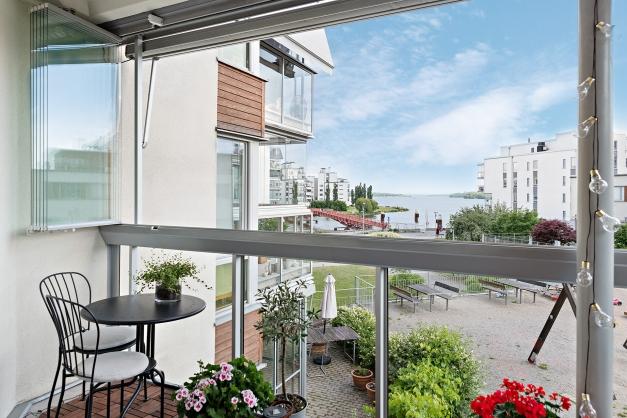 Balkong med vacker utsikt över Mälaren