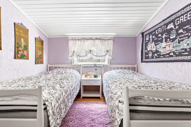 Sovrum med plats för två sängplatser