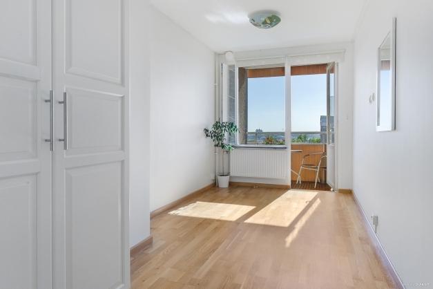 Det första sovrummet mot balkongen