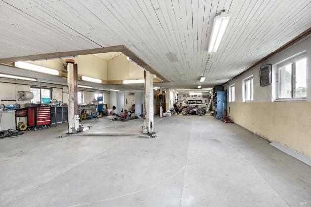 Bilverkstad om ca 240 m² med lyft