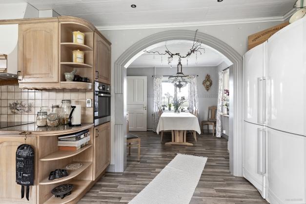 Kök med valv mot matrum