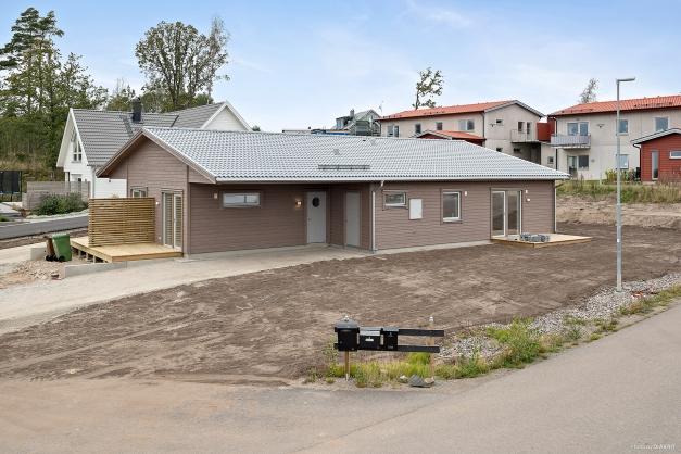 OBS! Fotografiet är från en färdigbyggd lägenhet. Avvikelser kan förekomma. Bl.a. varierar altanens placering beroende på lägenhet.